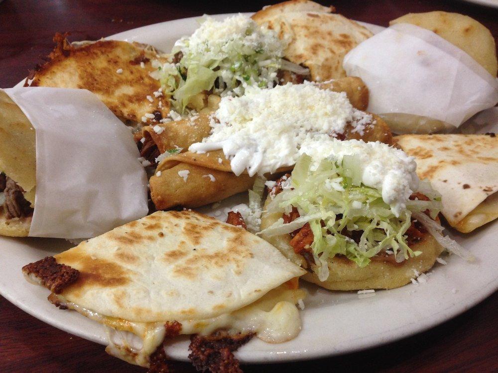 Mi Rinconcito Mexicano Combinacion Plate