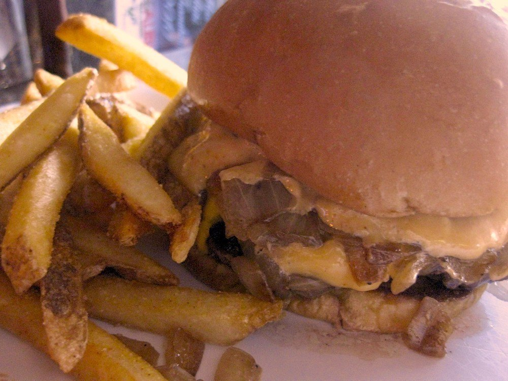 Georgie's Alibi Champ Burger